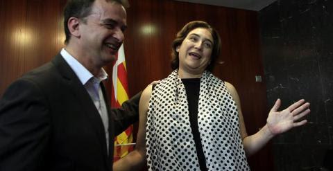 La futura alcaldesa de Barcelona, Ada Colau, y el candidato de ERC, Alfred Bosch, tras la rueda de prensa conjunta celebrada ayer en Barcelona