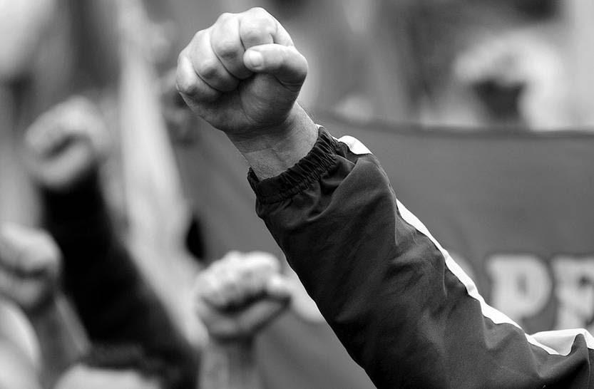 Acto en 18 de Julio y Andes, en el marco del paro y movilización realizado por 18 gremios del PIT-CNT, en contra del TISA y en defensa del Fondes, entre otras reivindicaciones. Foto: Sandro Pereyra (archivo, abril de 2015)