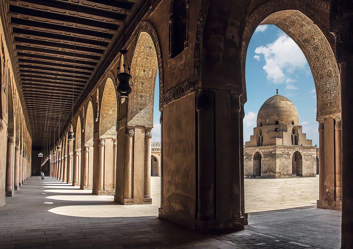 Mosque of Ibn Tulun in Cairo, Egypt. (Wikipedia, Anasaboshaar)