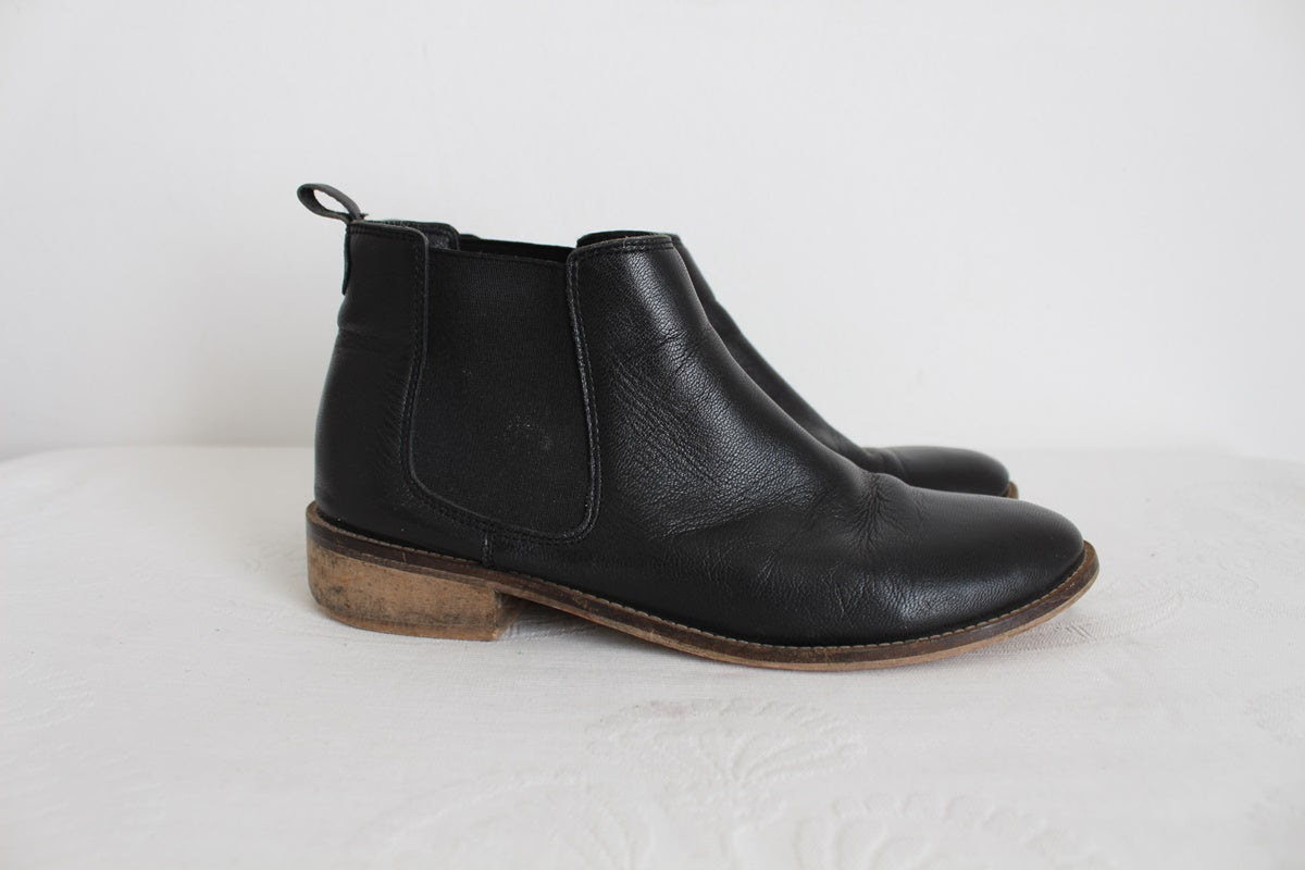 WOOLWORTHS GENUINE LEATHER BOOTS - SIZE 7