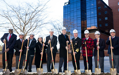 VIPs dig at CCE event