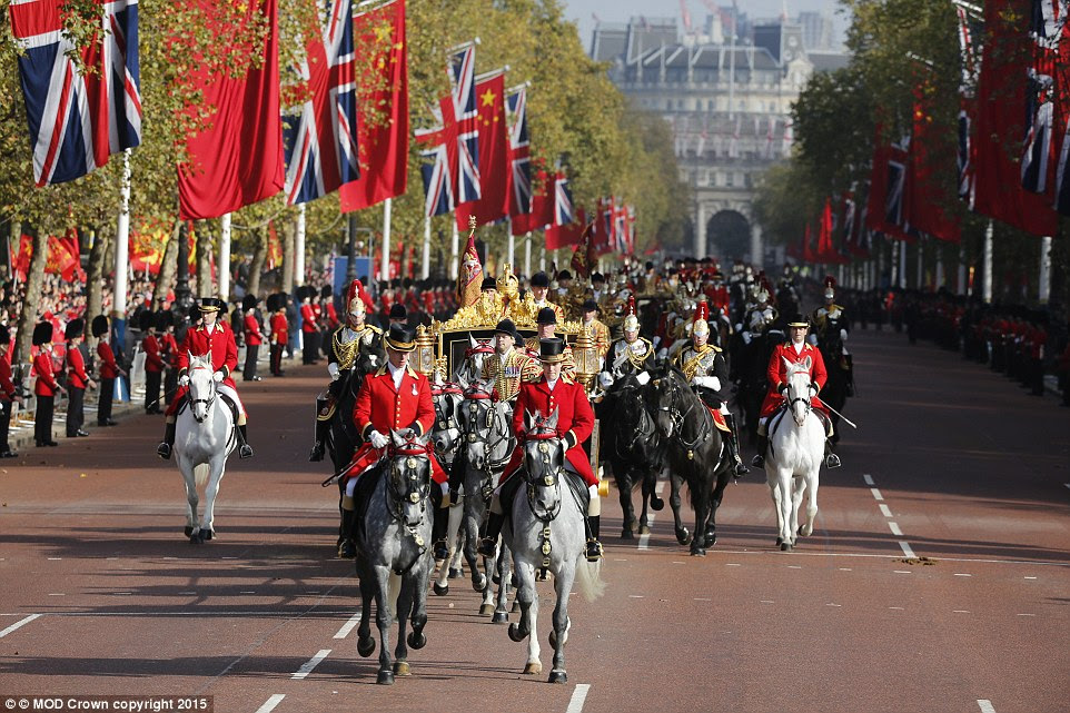 Hundreds of spectators, supporters and protestors lined the route as president Xi headed towards Buckingham Palace in a carriage