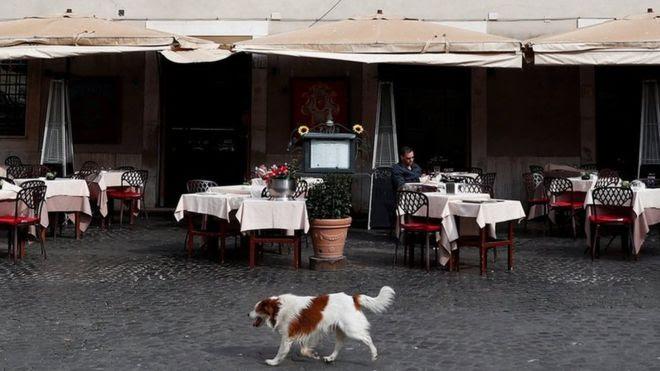 Itália proibiu pessoas próximas em restaurante
