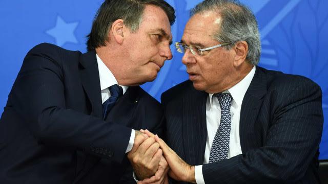 Bolsonaro veta perdão a dívidas de igrejas e chateia bancada evangélica