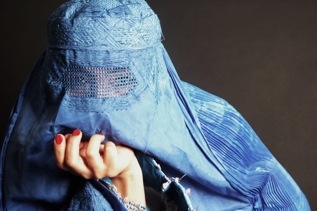 http://chicquero.files.wordpress.com/2012/03/international-womens-day-chicquero-pakistan-burka-burqa.jpg?w=1200