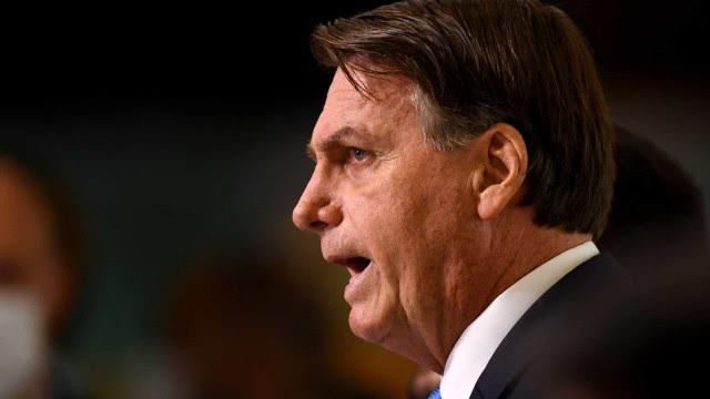 Bolsonaro faz menção homofóbica a senador e diz que CPI teme Malafaia