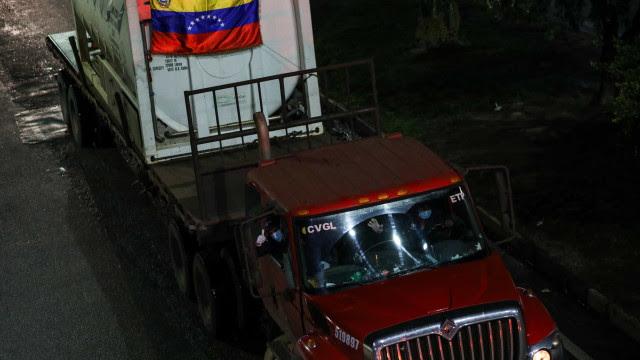Governo tentou doação de oxigênio dos EUA por 9 dias, e Venezuela já fez três remessas a Manaus