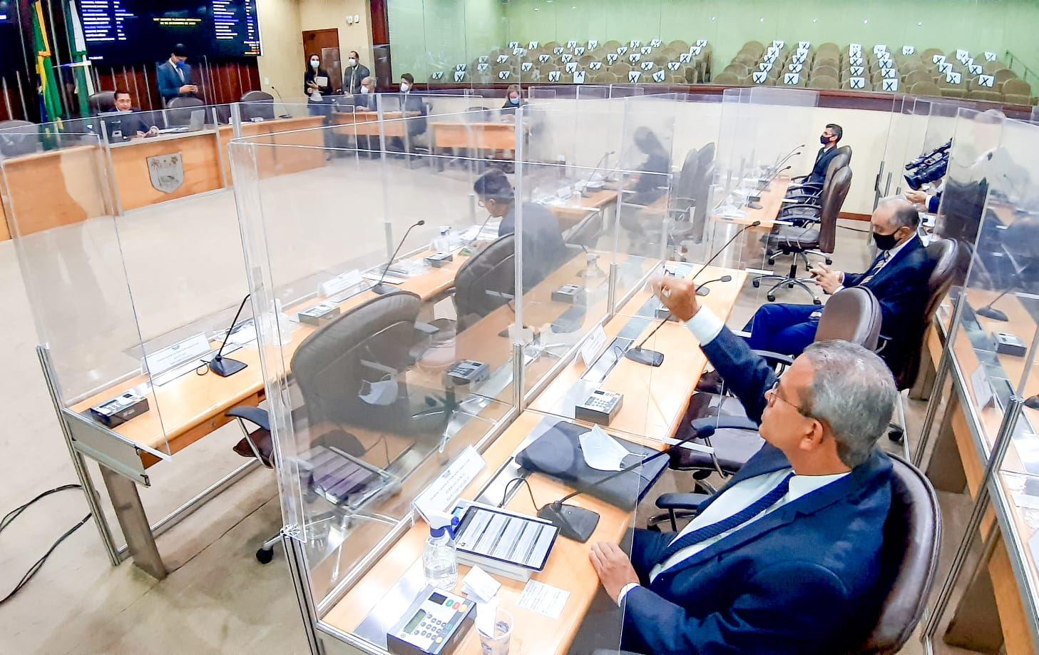 Assembleia aprova em definitivo PEC que beneficia municípios com transferência direta |