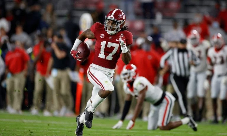 Jaylen Waddle runs free for a touchdown against Georgia