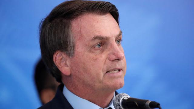 'Estão se vitimizando', diz Bolsonaro sobre decisão da imprensa