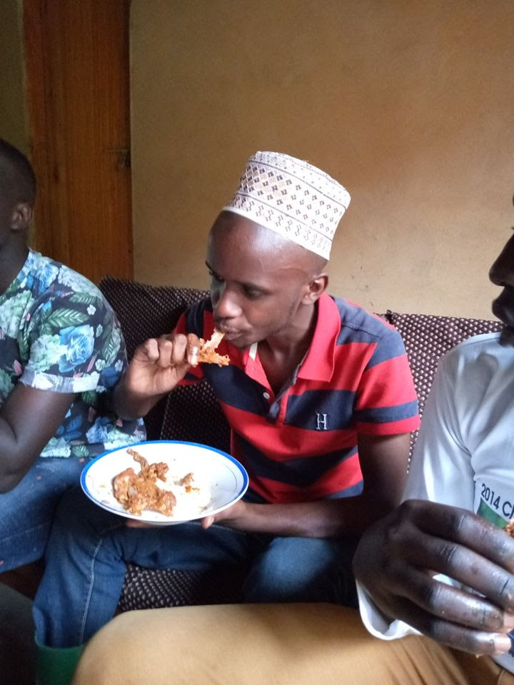 This image has an empty alt attribute; its file name is ramazan-eating-1.jpg