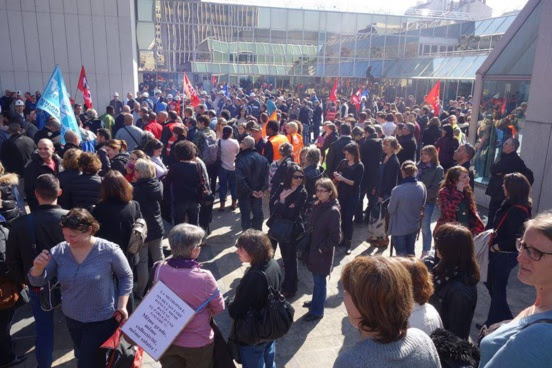 Grand Lyon/Métropole : Gerard Collomb (PS) fait chasser les manifestants par la police