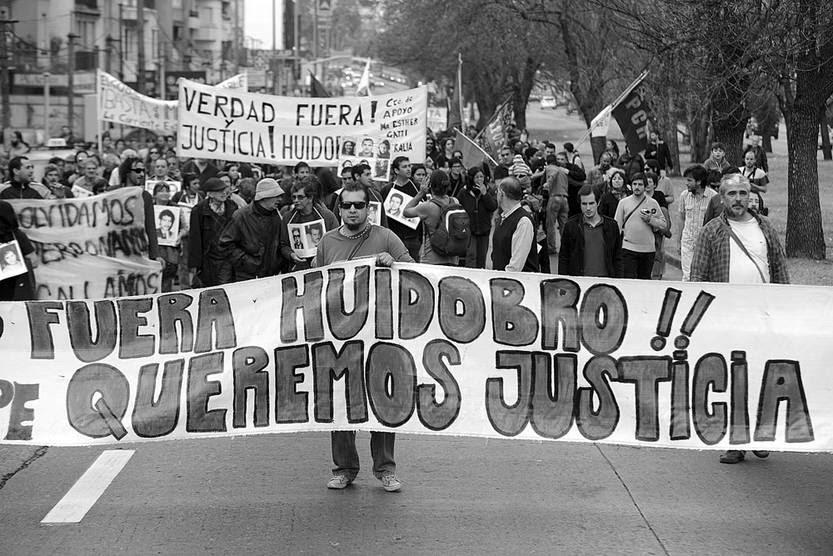 Marcha por el 42º aniversario del golpe de Estado, el sábado, por Avenida Italia. Foto: Santiago Mazzarovich