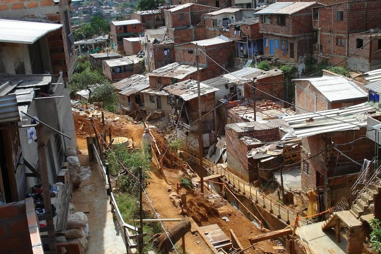 pobreza-colombia-casas-construccion-jacobo-bustos-1170x780