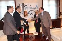 El presidente de la Comunidad, Pedro Antonio Sánchez, recibe al director y parte del equipo directivo del IES Alfonso X 'El Sabio'