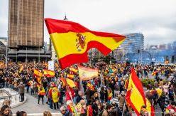 El PP lanza una campaña para medir sus apoyos antes de volver a las calles y Ciudadanos convoca en Barcelona