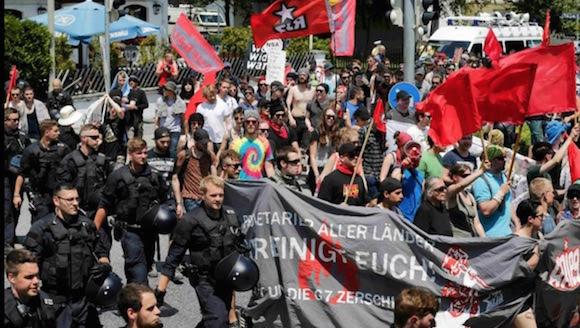 Miles de personas marcharon en Garmisch-Partenkirchen contra las políticas del G7. Foto: Reuters