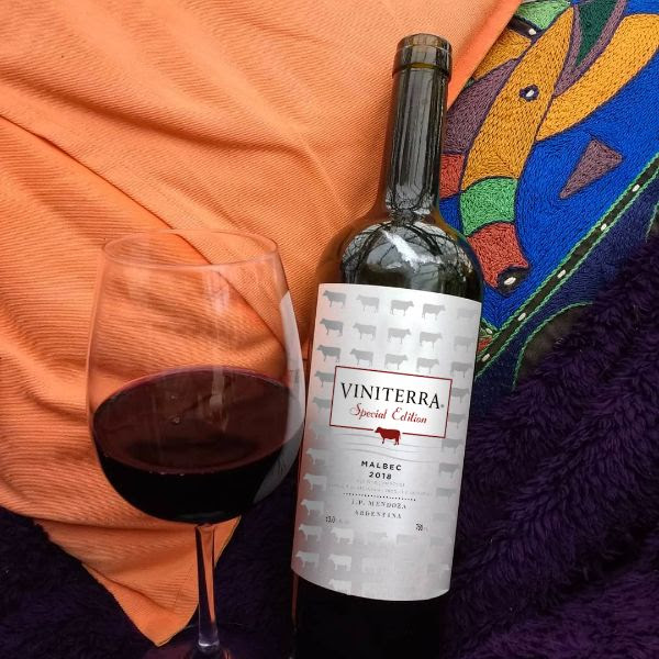 Bottle and and glass of Malbec Special Edition by Viniterra 2018.