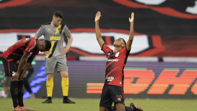 Athletico-PR elimina Peñarol e fará final brasileira inédita na Sul-Americana