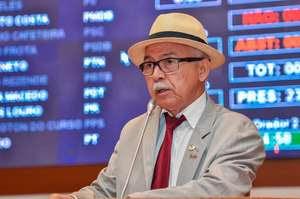 Fernando Furtado, lauréat du prix du 'raciste de l'année' en 2015, s'adresse à l'Assemblée législative de l'Etat du Maranhão.