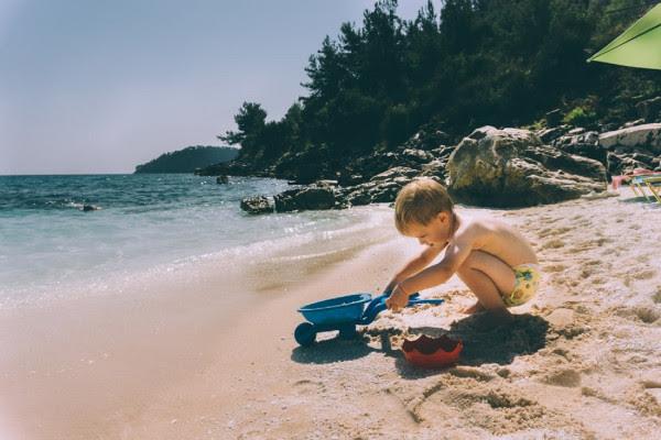 Μετά από πόση ώρα μπορεί να μπει το παιδί στη θάλασσα αν φάει